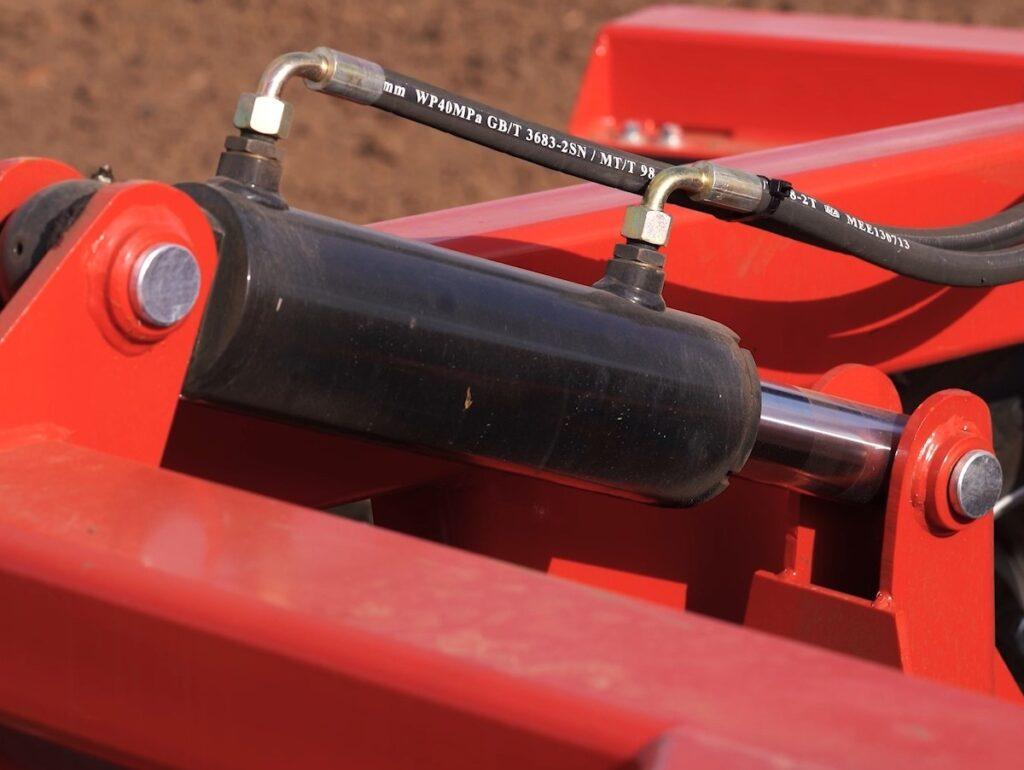 ECO Standard Hydraulic lift cylinder up close